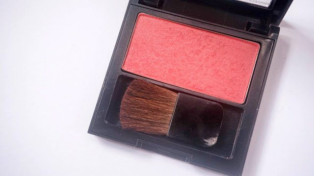 Here's a review of the Revlon Powder Blush in Mauvelous.