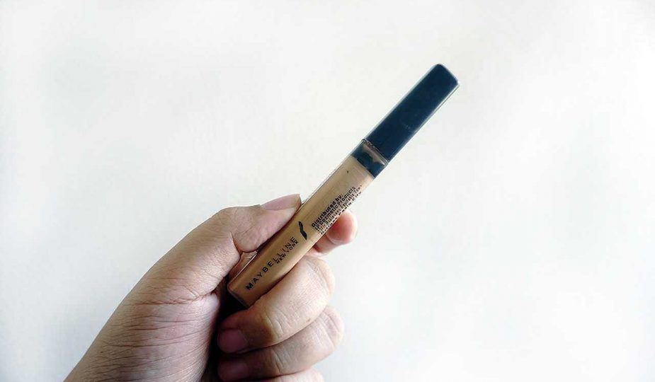In this Maybelline Fit Me Concealer review, you'll find out why it's the no-nonsense pick for those on a budget.