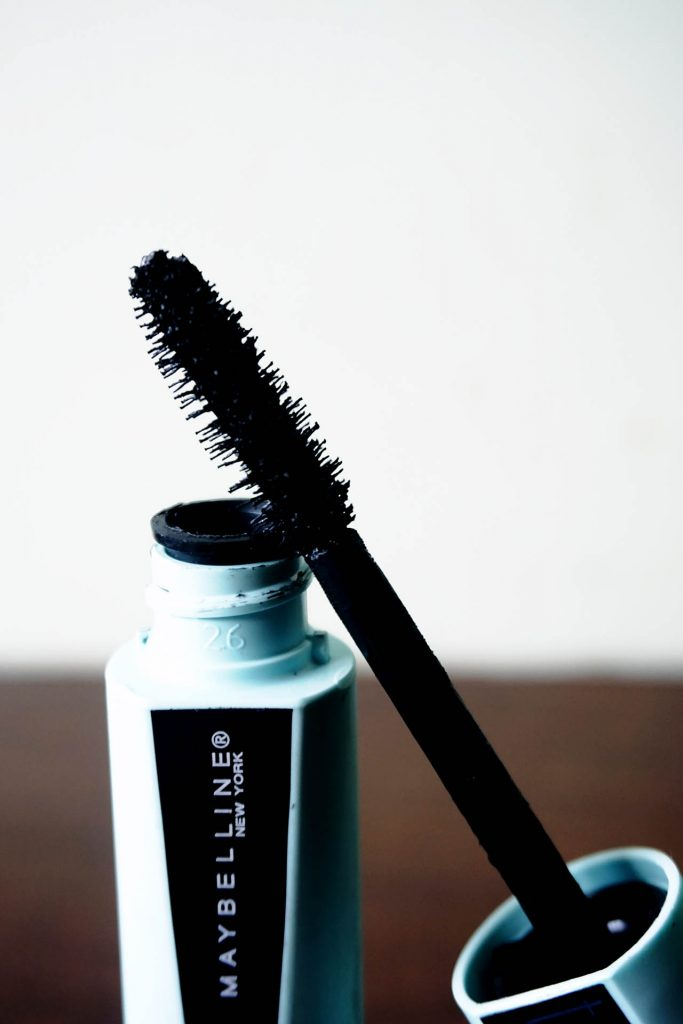 The mascara's wand is quite wide and the formula is creamy.