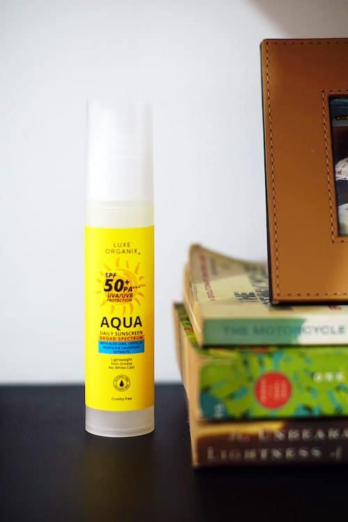 The Luxe Organix Sunscreen comes in an air-tight pump bottle with yellow packaging.