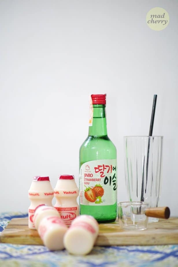 Here are the ingredients you need for the Soju and Yakult recipe.
